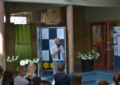 Burmistrz Reska pan Arkadiusz Czerwiński gratuluje młodzieży przygotowania III edycji Reskiej Wiosny Poezji