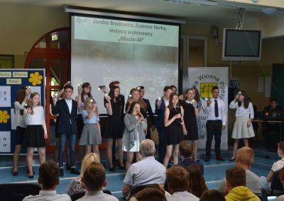 Reska Wiosna Poezji-występ na szkolnej scenie