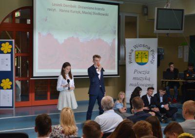 Reska Wiosna Poezji-występ na szkolnej scenie H. Kurzyk, M. Słodkowski