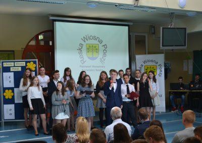 Reska Wiosna Poezji-występ na szkolnej scenie - wszyscy uczestnicy